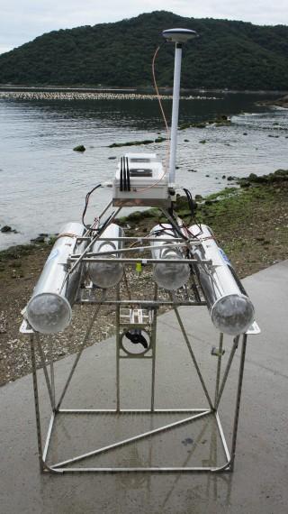 명현 KAIST 교수팀이 개발한 해파리퇴치로봇 '제로스'. 제로스는 9대가 한 조로 움직이는 군집로봇으로 리더로봇 한 대의 명령에 따라 일사불란하게 임무를 수행한다. - KAIST 제공